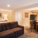 Foto de Cloverleaf Suites Kansas City