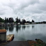 We drive around Lake Oswego and enjoyed the beauty of this place.