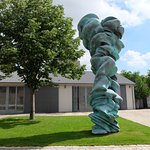 Tony Cragg sculpture at Thaddaeus Ropca, photo by artist alias Drager Meurtant