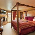 owners-suite-master-bedroom_large.jpg