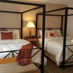 Queen canopy beds