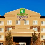 A great view of the Holiday Inn Express & Suites in Waukegan
