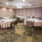 Photo de Holiday Inn Express Hotel & Suites Pueblo North