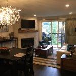 The Crestwood Condominiums Foto