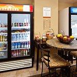 Photo de Candlewood Suites Fort Myers Sanibel / Gateway