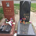 Bruce Lee & Brandon Lee's grave site
