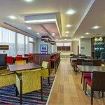 Photo de Hampton by Hilton London Luton Airport