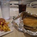 Tropical Hut Hamburger照片