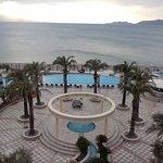 Piscina del hotel, y playa