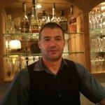 Kellner Tibor in der Bar