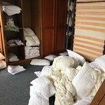 Raum in welchem Zustellbetten und Kissen/Decken sowie Bezüge gelagert werden 2