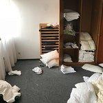 Raum in welchem Zustellbetten und Kissen/Decken sowie Bezüge gelagert werden 3