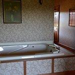 Sunflower Suite - jacuzzi tub