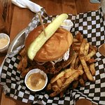 Southern Pickel Buger with fried chicken and herb fries
