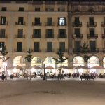Vista de Casa Marieta desde la Plaza de la Independencia en Girona