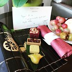 The welcome fruit basket and mini mooncakes