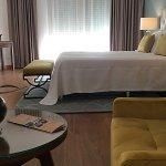 Suite com espaço numerosos, muito rquinte e conforto.