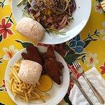 Ensalada Thai con atún y fingers de pollo tiernos!