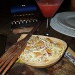 Cocktails, salade de mangues, nouilles poulet/crevettes, curry de crevettes/riz, salade de fruit
