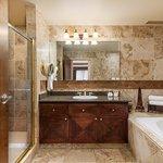 Governor's Suite Bathroom
