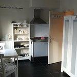 Kochnische mit Sitzgelegenheit, Eingang zum Bad