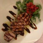 Tuna steak with pistachio