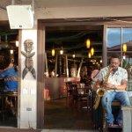 Photo de Tiki's Grill & Bar
