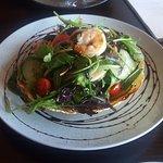 Garlic prawn salad with poppodom basket