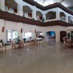 Photo de Sandy Beach Hotel & Family Suites