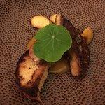 Voorgerecht, toast met ganzenlever en gecarameliseerde appeltjes