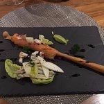 Amuse Bouche: Grissini mit Lachs, Grüner Apfel, Avocado