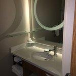 Photo de SpringHill Suites Anchorage University Lake