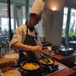Stamford Plaza - chef cooks my breakfast omlette