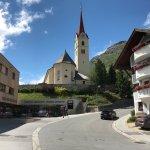 Dorfansicht mit Katholischer Kirche