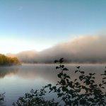 vu sur le lac depuis le sentier du lac à 100m de l'hotel
