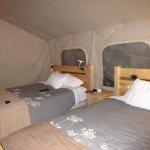 Tent- 2 Queen beds, wood floor, heated blankets, bar fridge & space heater
