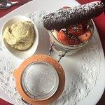 Dessert : Verrine à la fraise avec crème et génoise : un délice !!!