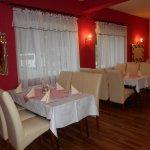ресторан очень уютный, красиво оформлен