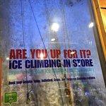 Foto de Vertical Chill Ice Wall