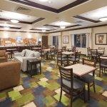 Photo de Holiday Inn Express & Suites Omaha I-80