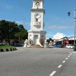 Menara Jam diambil dari sisi Jalan Pantai
