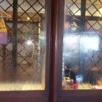 Vapeur d'eau sur les vitrines de la boutique de l'hôtel...