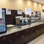 Foto de Holiday Inn Express Hotel & Suites Youngstown W - I-80 Niles Area