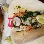 Pollo tinga street taco