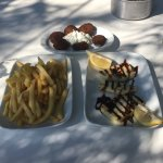Foto van Under The Pine Tree, gyros -souvlaki