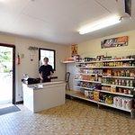 épicerie, dépôt de pains & viennoiseries, journaux