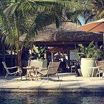 Espaces lounge autour de la piscine