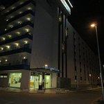 facade de l'hotel avec les 3 ascenceurs