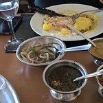 Um dos pratos escolhidos e os molhos
