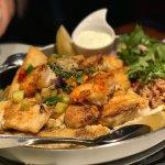 Gourmet-Platte für zwei Personen mit verschiedene Fischfilets vom Grill, Matjesfilets, Riesengar